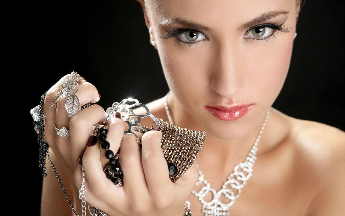 bracelets https://www.searchub.com/blog/best-bracelets-for-a-stylish-and-elegant-look/