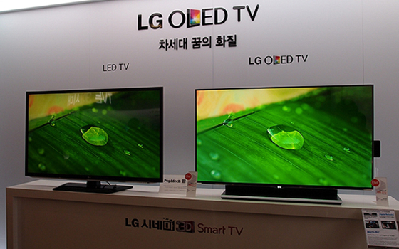 LED vs OLED www.seachub.com https://www.searchub.com/blog/best-tvs-to-purchase-as-a-gift/